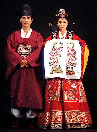 ho-panda:  Traditional Korean clothing .
