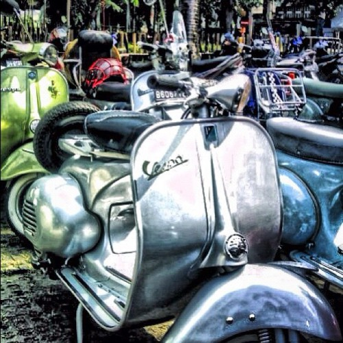 #vespa GS #piaggio #instagram #iphoneography #iphonesia #instagood #instadaily #photography #instagramhub (Taken with Instagram at Pasar Seni Ancol)