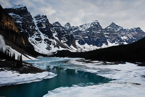 sky-sea-land:  Moraine Lake (by Grant Mattice)