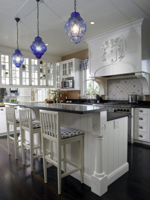 A beautiful white kitchen wirh accents of blue (via Woodmeister Master Builders)