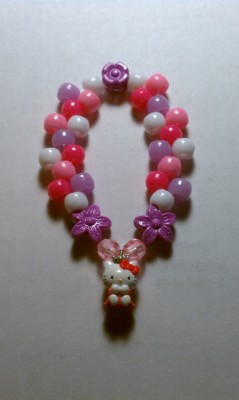 Hello Kitty kandi… Remade my last one because it was too short.