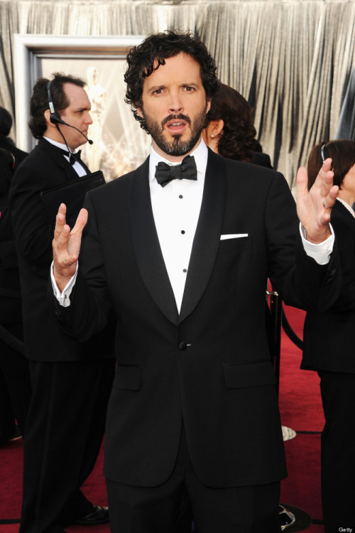 "I'm smitten:  Bret McKenzie looks razor sharp in his tux.  Love the retro bow-tie & black buttons (which I hear he accidentally popped off later!) and his groomed but not slick hair & beard.  (Also love 'Flight of the Conchords', so yay for his Oscar!) (photo by Getty images) Wins the ""Kitten"" for: Best Penguin Suit"