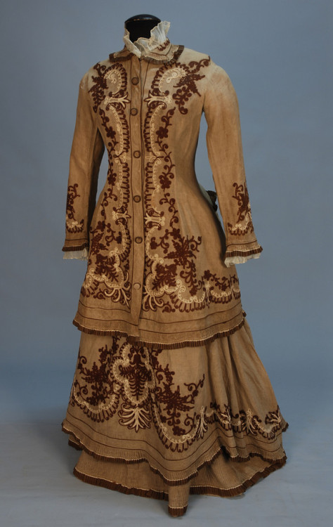 Day or walking dress, ca 1880