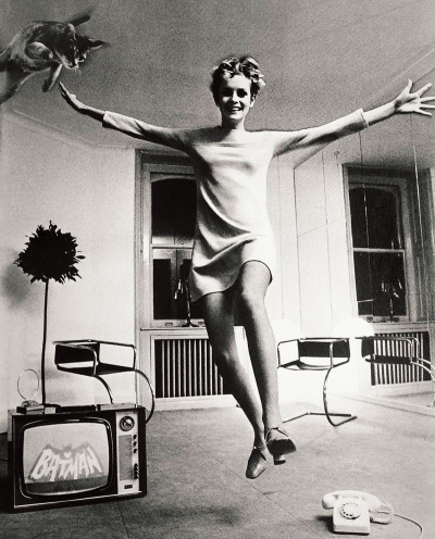 firsttimeuser:  Twiggy by Helmut Newton