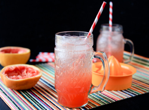 gastrogirl:  simple homemade grapefruit soda.