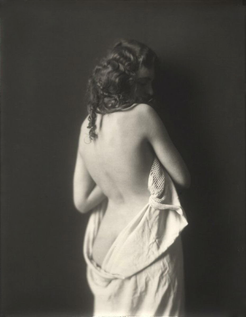 pussylequeer:  Ziegfeld Girl by Alfred Cheney Johnston