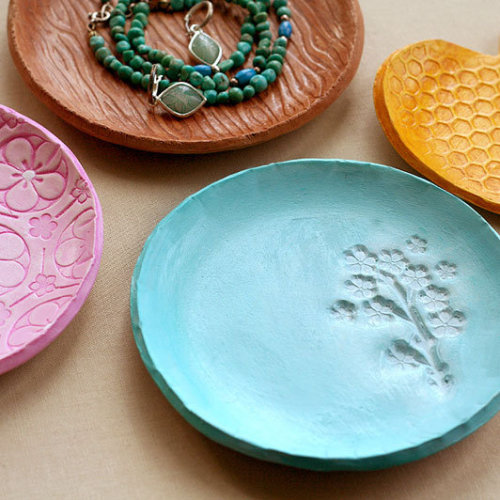 tutorial: stamped clay dish via CraftGossip