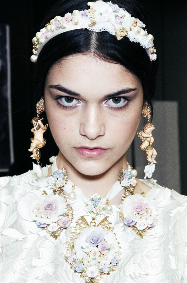 isabella melo backstage at dolce & gabbana, fall 2012
