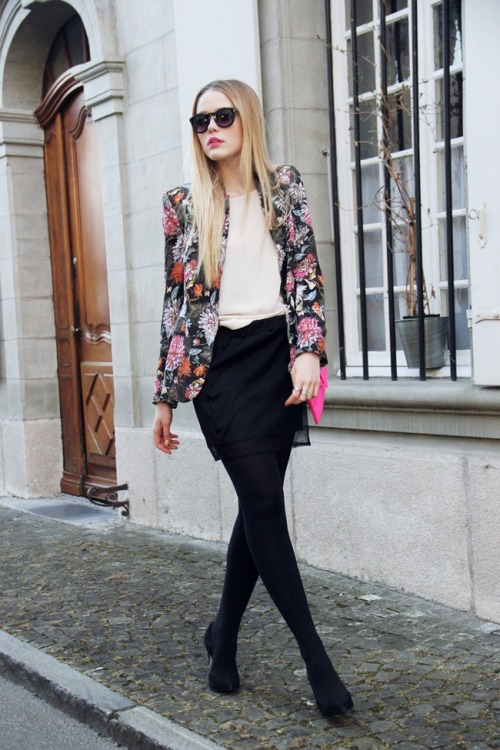 lovely! what-do-i-wear:  BLAZER : Zara SHOES : Max SKIRT : www.stylesofia.com BAG : Aldo RING : Aldo BRACELET : Parfois SUNNIES : Mango (image: kayture)