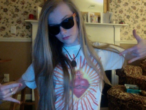 too legit to quit. Sacred heart tee shirt, purity ring, and a mega large miraculous medal to match. Catholic to the max. feelin' pretty fly tonight guyz.