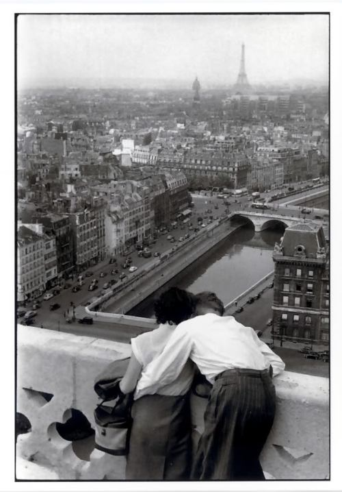 hollyhocksandtulips:  Photo by Henri Cartier-Bresson