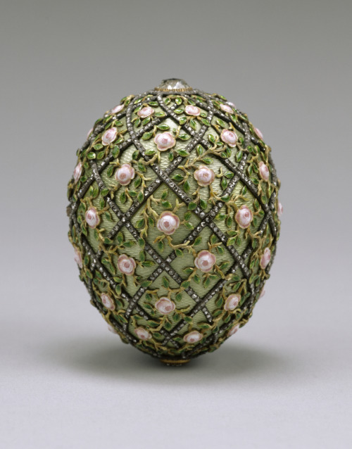 This is the Rose Trelis Faberge Egg dated 1907 worth approximately £18.5M. Beautiful.