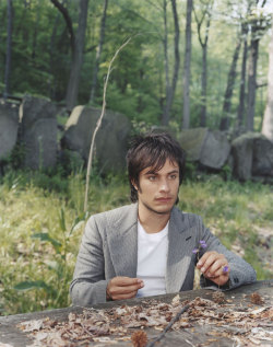 super1eklectic:   Gael García Bernal in the Palisades Interstate Park in New Jersey, by Dana Lixenberg.   *whispers softly* I love you. I always will.  EL Abuelo y Yo,  google it