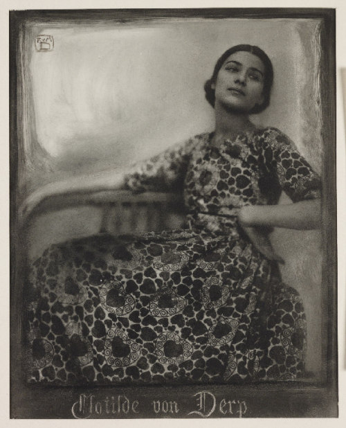 Clotilde von Derp, 1913.  A bromoil print photograph of the dancer Clotilde von Derp (1892-1974),  taken by Rudolf Dührkoop and Minya Diez-Dührkoop in 1913.  (via National Media Museum)