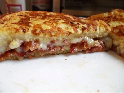 yummyfoooooood:  French Toast With Cheese And Bacon