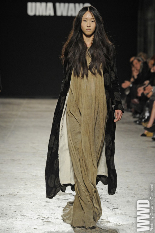 Uma Wang RTW Fall 2012 Despite the quickly evolving mutual fascination between China and the  West at the luxury fashion level, the relationship remains incredibly  one-sided in one respect: A major, or even minor, Chinese designer has  yet to emerge out of the motherland. But the name circulating as a  breakthrough contender is Uma Wang, who studied at China Textile  University and Central Saint Martins before launching her label in 2005.
