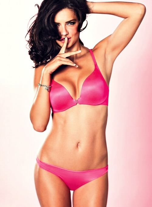 43 .   Adriana Lima Victoria's Secret 2012 colletcion valentine's day