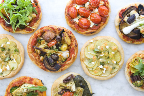 these mini pizzas from Green Kitchen Stories look divine!