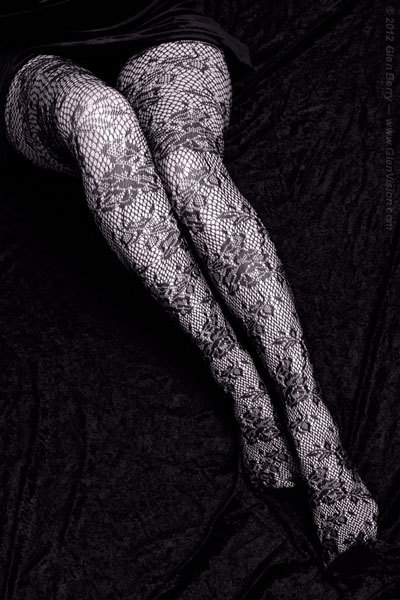 (via Black Lace Stockings - 01)