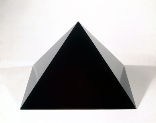 mini-mal-me:  untitled (Pyramide), 1997 John McCracken