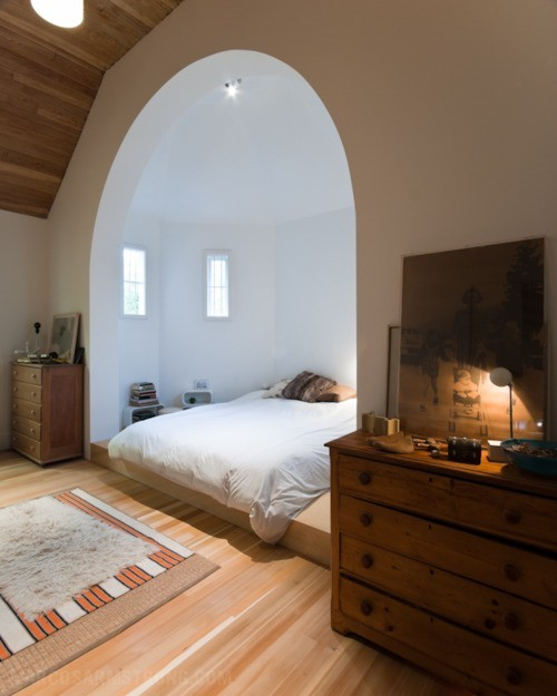 myidealhome:  bed in a nook (via Habitat*)