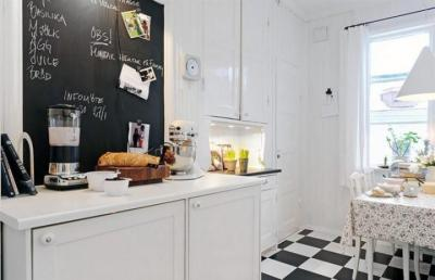 myidealhome:  chalkboard in the kitchen (via Stylizimo)