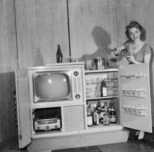musicbabes:  Combination television, radio & cocktail set. Chicago, 1951.  I think I've re-blogged this before but I still love it so much!!!