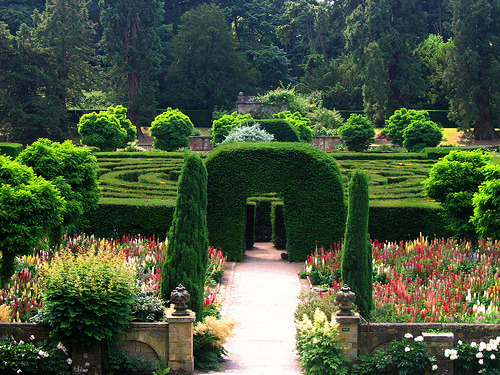 outdoorsanctuaries:  The Maze at Chatsworth (by UGArdener)