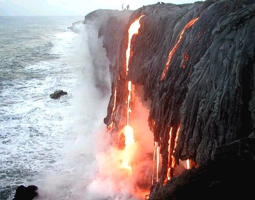 mlktoscl:  Kilauea lava flowing into the sea.