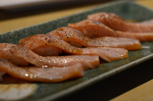Hayaci.  Peppered salmon nigirizushi.
