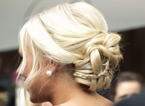 Such a cute wedding/formal hair style!
