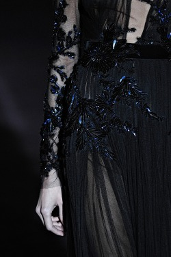 Gucci detailing, dark and pristine. Swoon..