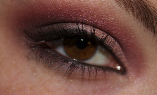 Preview of an upcoming tutorial: Warm Raspberry Eyes!