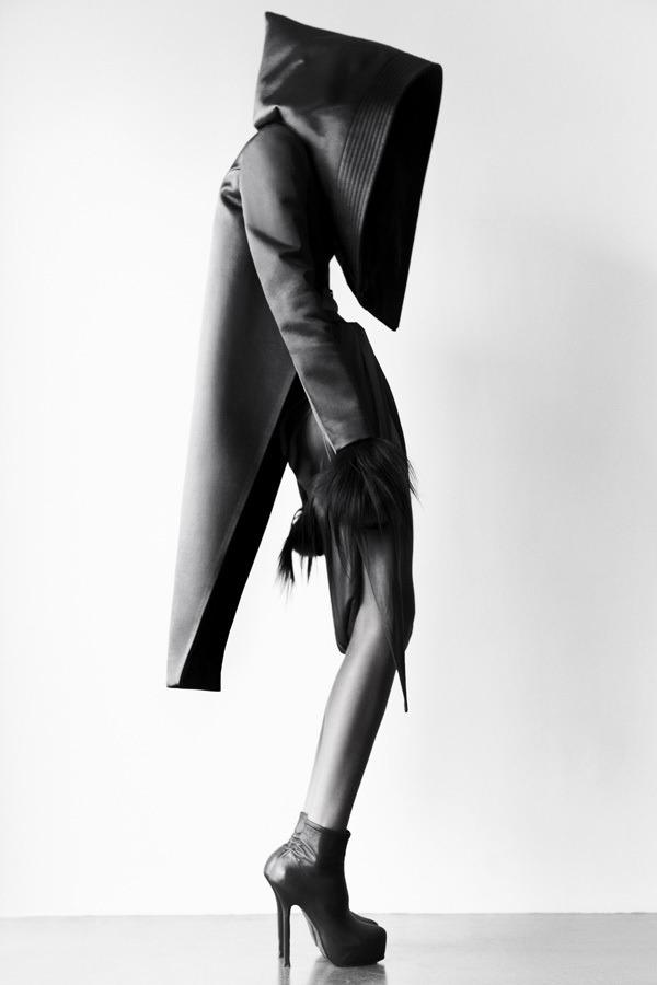 check . this awsome clothes@iidaida  Matthieu Belin /Amazing graphic b/w photos shot for Qiu Hao F/W 2011 Serpens/source