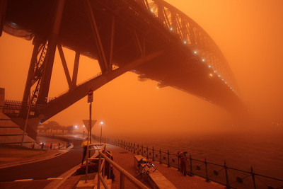 Sydney Dust Storm 2009 by Thomas Aylett