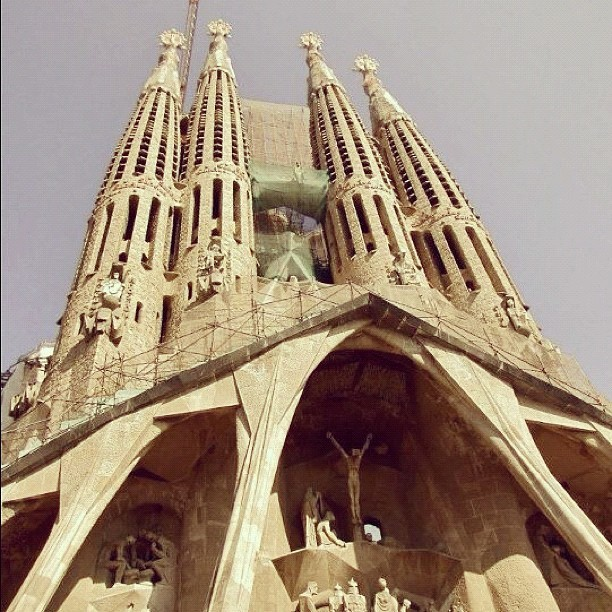 Sagrada Famila - Gaudz #sagrada #famila #gaudi #architecture #barcelona #beautiful #iphone4 (Taken with instagram)