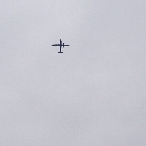 Plane leaving #LaGuardia on an overcast day. #flushing #isthatacrucifix