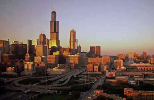 travelingcolors:  Chicago, Illinois | USA (via evysinspirations | via Sears Tower, a photo from Illinois, Midwest | TrekEarth)