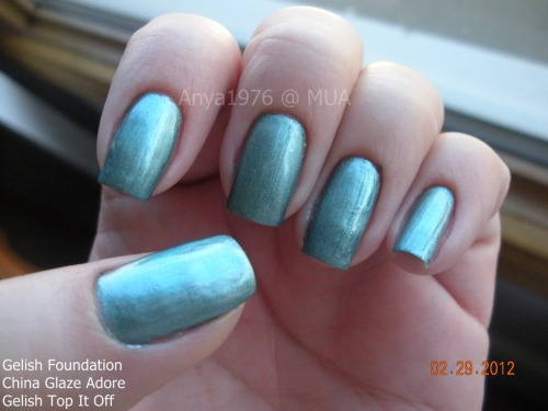 anyas-nails:  trying this for wear… UV polish is supposed to last at least a couple weeks. I had heard of those using the top and base coats with regular polish sandwiched in the middle. SO, I tried it. I probably should have used a less brush strokey polish BUT a chrome finish dries quickly and that's pretty much what I was going for. I also wanted to use my UV light. I was putting off doing the gelish sandwich because I have patches on a couple nails that I am growing out and you have to soak off this kind of manicure. BUT by the time this will come off these patches will be a couple weeks old so I can do new ones. Application was not bad. This was the first time doing this on my fingers. I had done my Sister-in-Laws toes (a full gelish pedi, with gelish color) but with a different light… and it didn't cure correctly and was a pain. BUT it did last on her toes. On my fingers the base went on nicely. If you don't overload the brush it's perfect. Covers easily. Heat from your body helps it spread so the thinner the layer the better. Same for the top coat. Thin layer. You really do not need a lot on the brush. Just watch to make sure you don't get any bc or tc on skin. I used an orange stick to clean up side walls and cuticle areas that got a bit of bc or tc on.