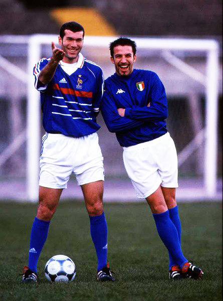 alegendaday:  rocking those old school italy and france kits