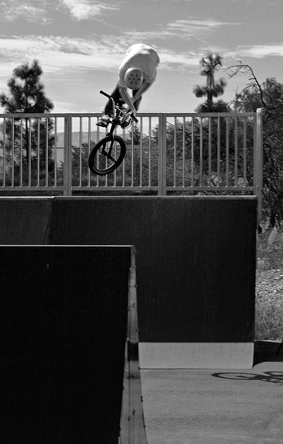 Jordan Reid of OMC doing a truck to fakie in Livermore, CA Photo: Andy Kawahara