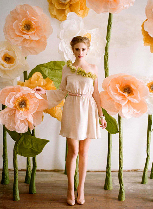andwhatalicesaw:  (via diy project: giant paper flowers from ruche | Design*Sponge)