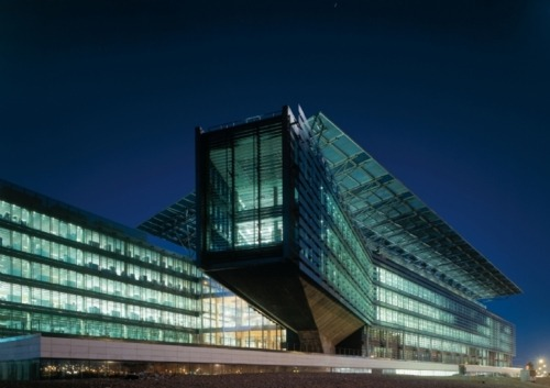 simplypi:  Architecture in Spain: Electric company Endesa Headquarters in Madrid. Architecture by Kohn Pedersen Fox Associates.