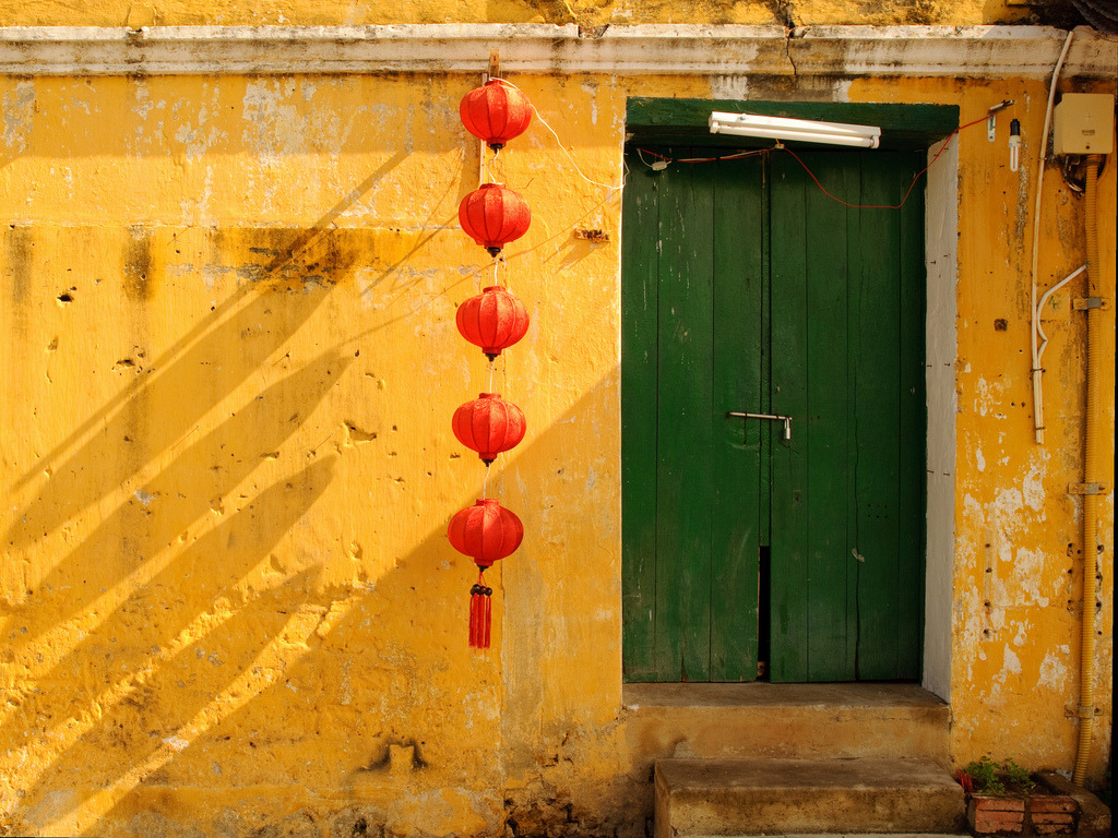 tet2012:  38/384 Colours of Vietnam, Hoi An  I took this picture in Hoi An, Vietnam.Nikon D90 24mm 1/250 f/8.0 ISO 200