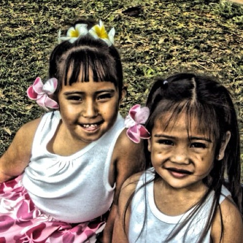 my niece and her friend😊 #instagram #instagramhi #girls #niece #friend #flowers #hula #pretty #beautiful #ig_kids #photooftheday #poctureoftheday #picoftheday #bestoftheday #lovely  (Taken with instagram)
