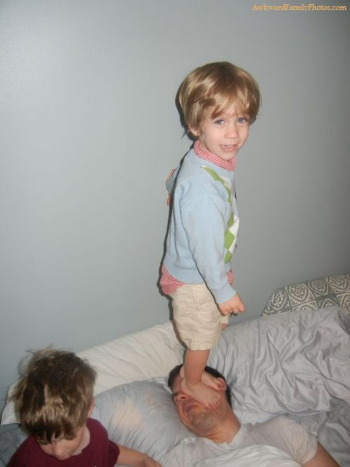 (via Rise And Shine « AwkwardFamilyPhotos.com 02/29/2012)