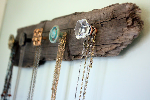 DIY necklace holder, pretty! http://visiblymoved.blogspot.com/2012/01/diy-necklace-holder.html
