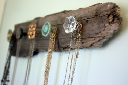 holly-go-brightly:  DIY necklace holder, pretty! http://visiblymoved.blogspot.com/2012/01/diy-necklace-holder.html