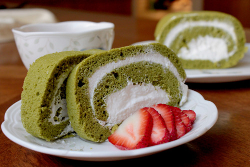 thecakebar:  green tea cake roll!