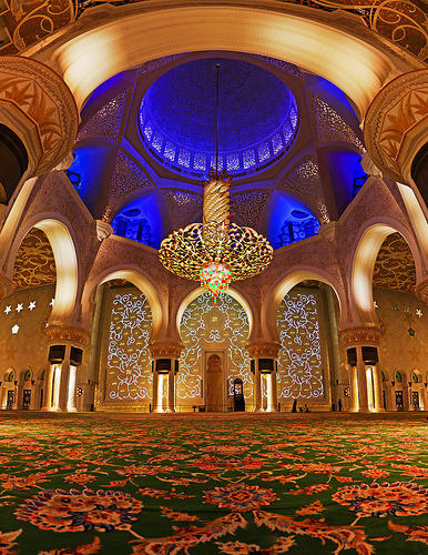 366placestogo:  Abu Dhabi's Grand Mosque, from the inside (by modenadude)